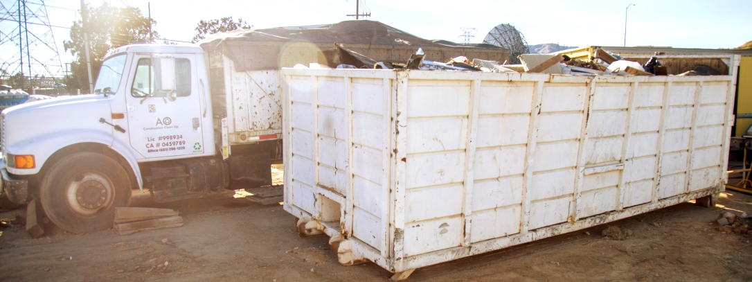 Dumpster rental service based in Santa Clarita, California.